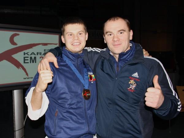 Remigijaus treneris Mindaugas Ratkevičius kartu džiaugiasi pasiekti rezultatu